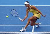 图文:澳网第二日女单首轮 伊万上网接球