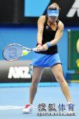 图文:澳网第二日女单首轮 韩馨蕴接球瞬间