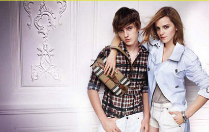 Burberry 2010 春夏广告中的Emma Watson 与她的弟弟Alex Watson