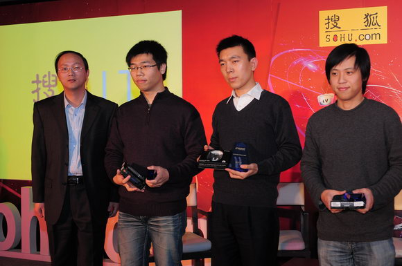 吴茂林为2009年度优秀独立博客获奖者颁奖