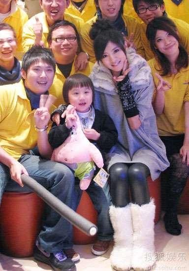 安以轩和小小彬参加节目录影