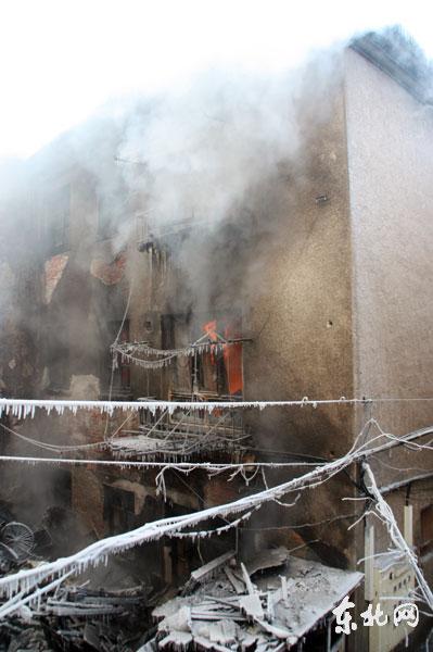 起火房屋烧毁严重。东北网记者陈静摄
