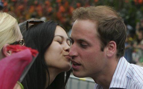 美女献香吻