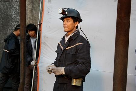 陈晓东改变形象出演矿工
