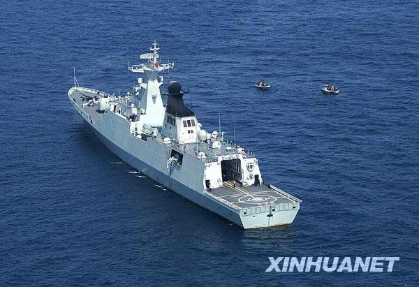 组图:中国海军护航编队紧急救援两艘商船
