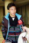 图文:新一届国足上海集结 张琳�M接受采访