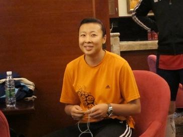 冯坤常带笑脸