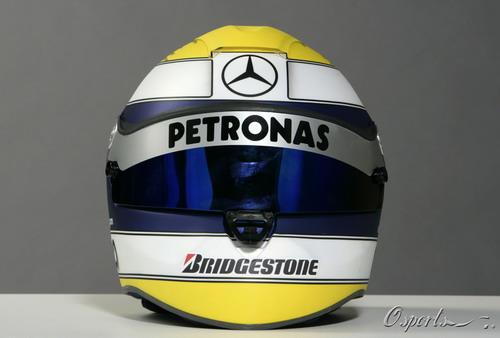 图文:奔驰车队新涂装亮相 罗斯伯格的头盔