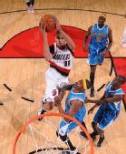 图文:[NBA]黄蜂绝杀胜开拓者 巴图姆上篮