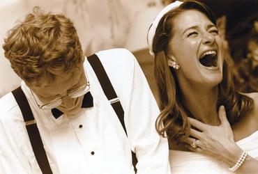 比爾·蓋茨和妻子梅琳達在婚禮上
