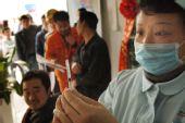 组图:重庆万名民工免费注射甲型H1N1流感疫苗