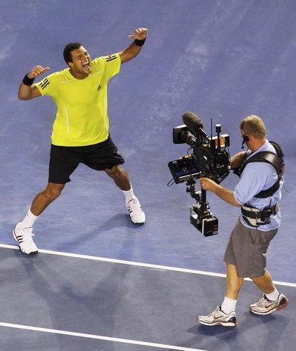 图文:澳网第十日男单1/4决赛 特松加兴奋不已