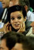图文:澳网吸引众明星观战 莉莉-艾伦烟熏妆