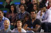 图文:澳网吸引众明星观战 笑对记者镜头