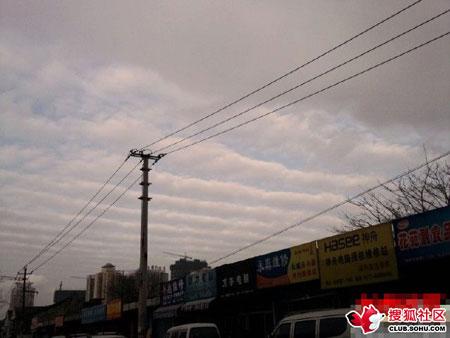 26号网友拍的疑似地震云