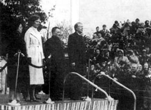 邓小平副总理应美国总统卡特的邀请抵达美国进行正式访问