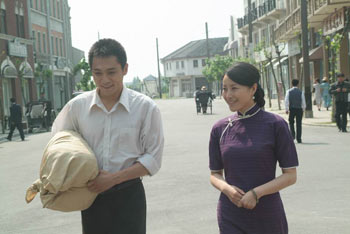 王雅捷和刘烨走的笑场啦