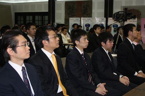 图文:2009围甲联赛闭幕 邵炜刚刘菁在闭幕式上