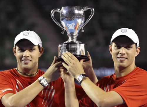 第四次举起澳网冠军奖杯