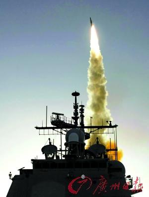 """美军位于夏威夷群岛的宙斯盾级""""伊利湖""""号巡洋舰发射一枚标准三型拦截导弹。(资料图片)"""