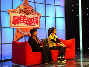 杨紫与母亲在现场