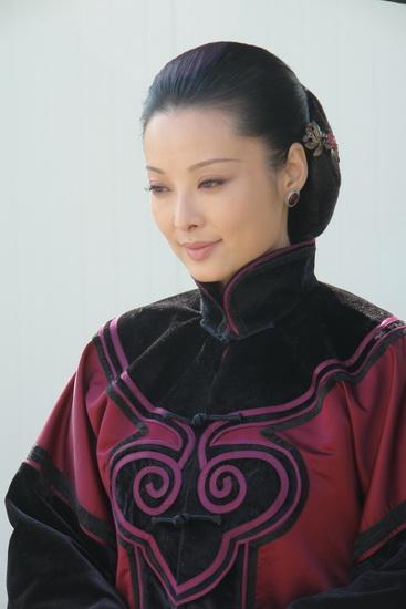 袁立在《牟氏庄园》中饰演的姜振帼