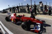 图文:2010年F1首轮试车次日 马萨驶上赛道