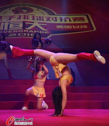 美女啦啦队演热舞 搜狐