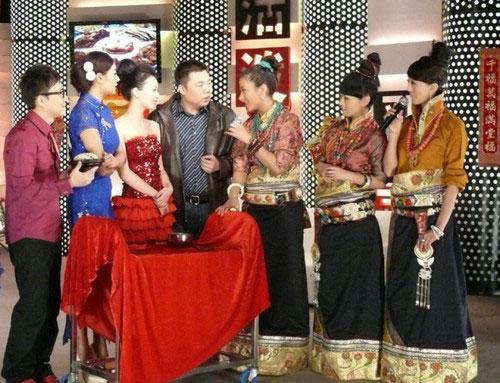 阿佳组合登娱乐头条 妙语调侃南北春节习俗