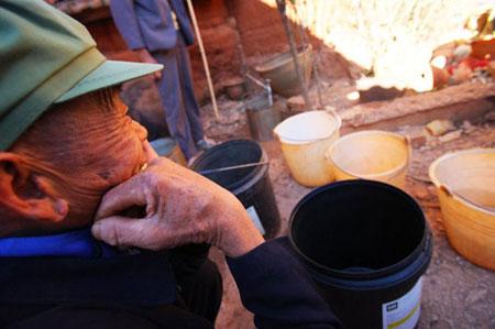 2月2日,昆明,厂口乡大麦地村每天每户供应一个小时的自来。