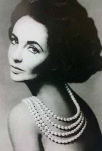 伊丽莎白・泰勒爱Tiffany珍珠项链