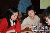 图文:正官庄杯中韩决战 芮乃伟与唐奕在讨论
