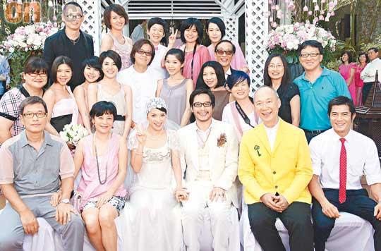 众亲朋好友出席彭李婚礼,郭富城打了一条红色领带,十分醒目