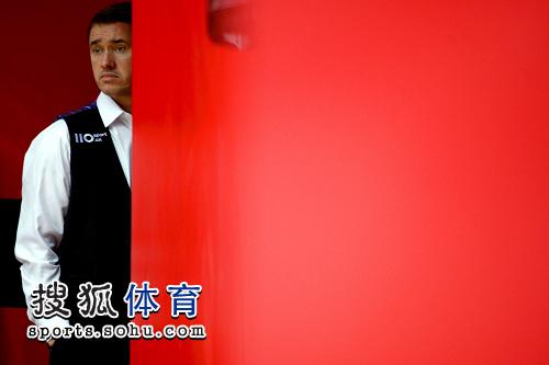 图文:挑战赛丁俊晖13-6亨德利夺冠 表情很无奈