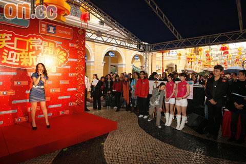 谢安琪在澳门出席代言活动大受欢迎。