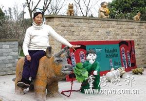 她介绍旁边的放牛娃就是王二小