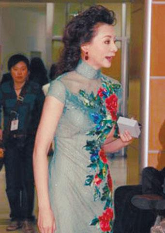 董卿的蚕丝旗袍传说价值30万