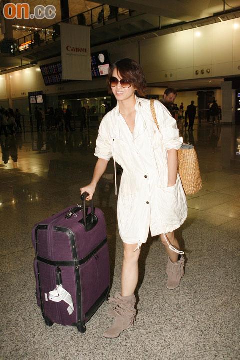 梁咏琪返港后表示李心洁和彭顺婚礼令人留下深刻印象。