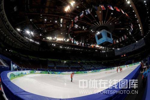 图文:中国短道速滑队训练 短道速滑场地特写