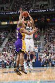 图文:[NBA]湖人VS爵士 加索尔力阻德隆