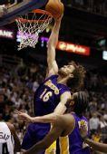 图文:[NBA]湖人VS爵士 加索尔单手暴扣