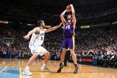 图文:[NBA]湖人VS爵士 加索尔跳投出手