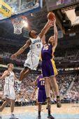 图文:[NBA]湖人VS爵士 加索尔遭羞辱