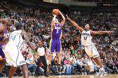 图文:[NBA]湖人VS爵士 法玛尔外线出手