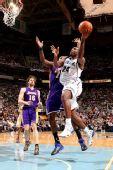 图文:[NBA]湖人VS爵士 米尔萨普突破上篮