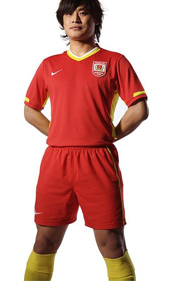 图文:2010中超新款球衣 长春亚泰-杜震宇