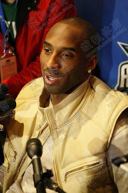 图文:[NBA]全明星周末  科比微笑