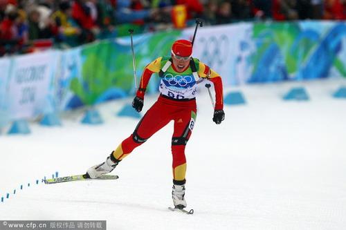 图文:冬季两项女子短距离 宋朝卿在比赛中