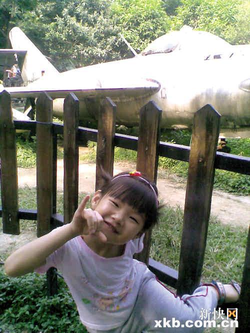 6岁女童薇薇生前的照片.-大三女生学车撞死六岁女童 两个家庭支离破