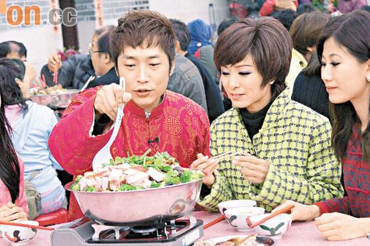 纵然尹志强病情反复,但米雪早前仍马不停蹄地工作,与马浚伟拍摄节目吃盆菜